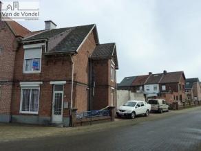 3-gevel woning met 6 slaapkamers, 3 badkamers, gelegen aan de stadsrand van Aalst. De woning ligt op 500m het Centrum en op 200m van het station, dus