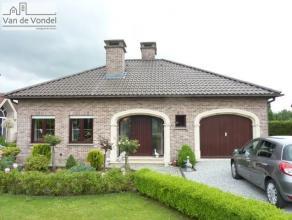 Prachtige, rustig maar toch centraal gelegen, villa (bungalow) te Aalst. De ruime woning is gelegen in een doodlopende straat, in de nabijheid van het
