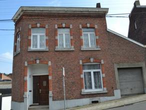 OPTION Spacieuse maison à rénover, proche de toutes commodités. Composée de trois chambres, de deux greniers aménag