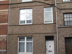 Maison 5 chambres avec cour et terrasse, proposant de beaux volumes daménagement, actuellement composée de plusieurs logements (2 m&eacu