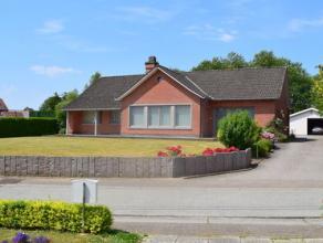 Deze mooi afgewerkte villa ligt in een rustige omgeving.  Vanuit de tuin met verwarmd zwembad geniet men een open en groen uitzicht. Oppervlakte perce