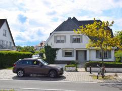 Klassieke villa met een topligging langs de Kustlaan op een terrein van 1.222 m2, op wandelafstand van het commerciële hart van het Zoute en enke
