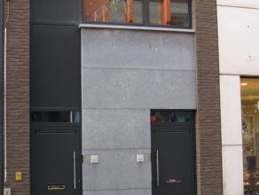 Dit mooie, moderne instapklaar appartement met 137 m² bewoonbare oppervlakte heeft 3 slaapkamers en is gebouwd (2006) in het centrum van Tienen,