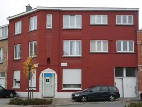 UNIEKE AANBIEDING!! Goed renderende, ruime hoekwoning op wandelafstand van het centrum van Kortrijk, bestaande uit één handelspand, twee