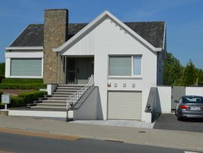 AANRADER!! Prachtig onderhouden, moderne villa met perfecte bereikbaarheid en toch rustig gelegen te Kortrijk. Het centrum van Kortrijk ligt op 5 minu