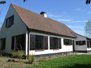 Zeer goed gelegen, mooie villa met garage, heerlijke tuin en goed georiënteerd terras; nabij centrum Waregem, winkels, scholen, openbaar vervoer