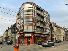 Op een boogscheut van het levendige centrum van Ledeberg kan u dit op te frissen appartement vinden vlakbij winkels, scholen en openbaar vervoer (tram
