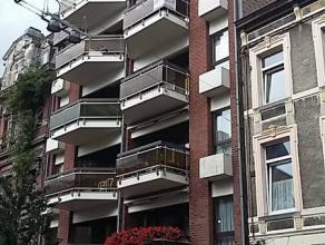 GESIMMO PARTNER vous propose un appartement situé en plein centre-ville de La Louvière, cet appartement venant d'être entiè