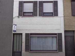 Centraal gelegen woning te Olsene te koop op een perceel van 186 m². De indeling: inkomhal, living en keuken, badkamer. Eerste verdieping: 3 slaa