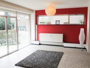 Description Appartement 2 chambres ( poss.3) avec jardin et garage. Proche de toutes les commodités, cet appartement se situe dans le centre de