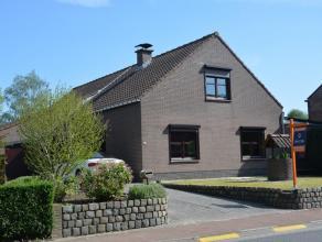Leuke ruime gezinswoning met mooie tuin op een perceel van 8 are 10 ca in landelijke omgeving.  Gunstig gelegen en gemakkelijk bereikbaar, in de nabij
