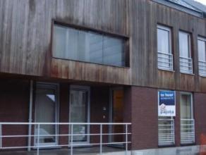 Aangename woning (145m²) gelegen in het centrum van Sint-Katharina-LombeekDeze woning bestaat uit een inkomhal met apart toilet, een ruime woonka