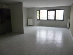 Spaciaux appartement au 2ième étage Répartition : spacieux living, cuisine ouverte complètement équipée, d&e