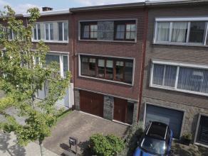 Edegem (2650) - Hendrik Kennisstraat 39                    Solide bel-etage woning met 3 slaapkamers gelegen in een rustige woonbuurt.  Goede bereikb
