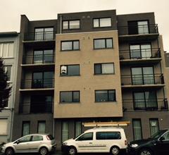 Nieuw ruim instapklaar appartement op top locatie te Merksem, nabij openbaar vervoer ( bus, tram), park, winkels voorzien van een inkomhal met apart g
