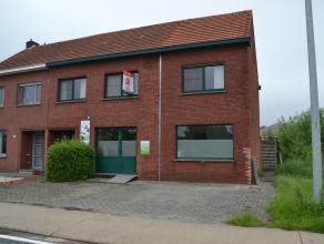Deze ruime halfopen bebouwing op 4a 66ca is gelegen in Balen. Nabij winkels, scholen en de E313. Invalsweg Ham-Mol. Indeling: Gelijkvloers: praktijkru