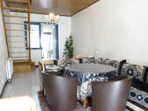 La propriété comprend une salle de séjour spacieuse éventuellement avec cuisine ouverte. Salle de bains avec douche, toile