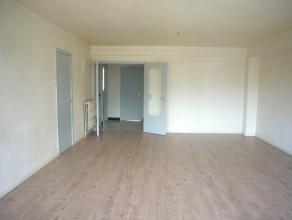 Op de eerste verdieping aan de Reinpadstraat 15 bevindt zich het appartement (88m2) bestaande uit: een inkomhal, twee slaapkamers, een toilet, een bad