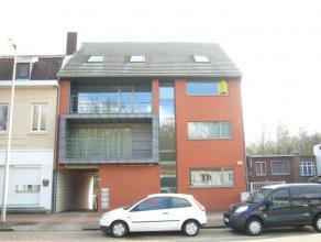 Op de tweede en derde verdieping aan de Vennestraat 387 bevindt zich aan rechterzijde het duplexappartement (97m2) bestaande uit: de woonkamer, keuken