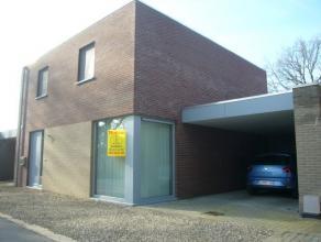 De woning is goed gelegen in het bosrijke Eksel aan de Henri Essersstraat (verkaveling Schutterijstraat).Op 5min. van de verbinding naar Hasselt