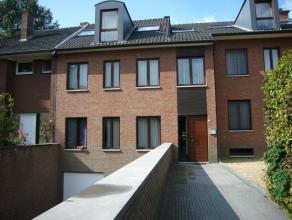 Aan de Reinpadstraat 91 bevindt zich het appartementje van 55m2 ingedeeld in een gezellige woonkamer met kitchenette, een slaapkamer en een badkamer m