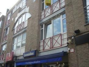 Ruim appartement (88m2) met 2 slaapkamers en terras in Genk-centrum.OmschrijvingHet appartement is gelegen op de tweede verdieping van het appar