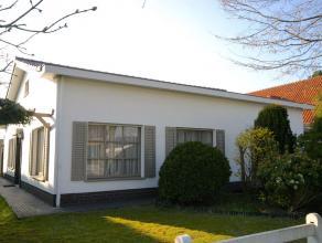 Deze instapklare bungalow is gelegen in een rustige woonstraat op een perceel van 500 m2 en geniet van een grote veranda en een inpandige garage.  I