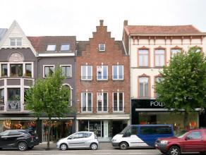 Deze ruime en instapklare bel-étage werd tot in de puntjes gerenoveerd en is gelegen in het centrum van Eeklo.<br /> <br /> De woning heeft een