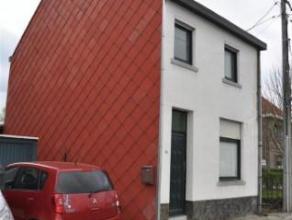 Deze charmante woning op 2a34 bestaat op het gelijkvloers uit een woonkamer, een ruime keuken, een berging, een aparte toilet, een badkame met ligbad,