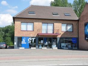 Gerenoveerd en instapklaar duplex-appartement van +/- 165m² gelegen aan een uitvalsweg van Opwijk. Dit ruim appartement bestaat op de 1ste verdie