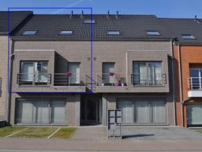 Zonnig en modern duplexappartement van het bouwjaar 2009 gelegen op het eerste verdiep in hartje Opwijk. Dit pareltje van kwaliteit biedt u een zeer r