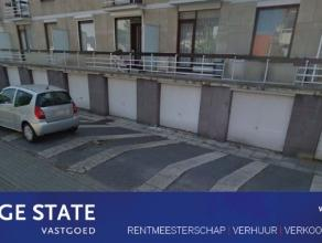 Garagebox te huur in residentie gelegen aan de Maastrichtersteenweg. Maar de garage ligt aan de achterzijde, aan de Bosstraat. Poort is handmatig te o