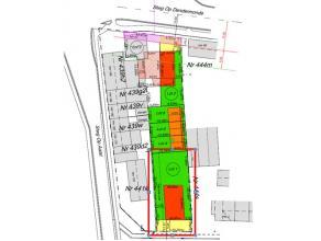 Bouwgrond met een oppervlakte van 6a1ca voor open bebouwing en meergezinswoningen. Bouwvrije strook: links: 4m  rechts 3m. Perceelsbreedte 15,15m. Gev