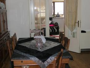 HUIS 3-slaapkamers te koop Immo ALPHABITAT verkoopt een huis met 3 slaapkamers; 180 m²; Perceel van 130 m². Gelijkvloers: Living, eetkamer,
