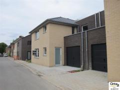 Une maison moderne 3 façades  située au  calme ,  (lot 3) sur 2are52ca avec un jardin, terrasse en granit et un garage.  Rez de chauss&e