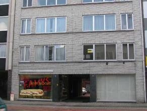 Een zeer comfortabel appartement op de 1'ste verdieping (VOORZIEN VAN LIFT), op wandelafstand van de Markt en het winkelcentrum. Het appartement zal b