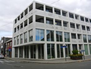 Luxueus ingericht en afgewerkt nieuwbouw appartement met 3 slaapkamers, gelegen op de 2'de verdieping. De indeling is als volgt: ondergronds: autostaa