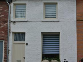 In het centrum van de gemeente Beveren bieden wij u een volledige gerenoveerde woning:<br /> GVL : inkomgang, gelijkvloerse slaapkamer of buro met vol