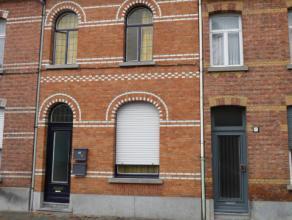 Comfortabele studio, ideaal voor alleenstaande, gelegen in de dakverdieping van een klein appartementsgebouw (3 appartementen), aan de rand van de sta