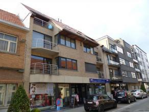 Duplex appartement in een recent gebouw bestaande uit inkomhal, gastentoilet, luchtige living met open, ingerichte keuken, berging, 2 terrassen waardo