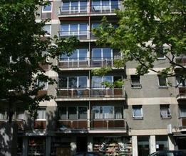 Ruime flat, gelegen op de vijfde verdieping in het centrum van Leuven. Er is een lift aanwezig in het gebouw. Deze studio is beschikbaar vanaf 1 augus