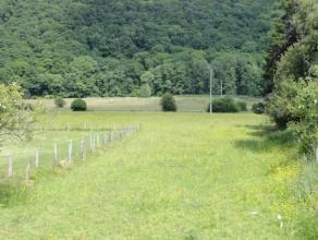 Belle parcelle équipée située dans le village de Ronzon (Rendeux), au coeur de la Vallée de l'Ourthe, et jouissant d'une a