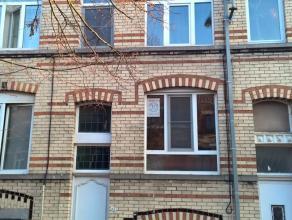 Dit gelijkvloers duplex appartement is de ideale uitvalsbasis dichtbij AZ Groeninge en de Doorniksewijk. Tevens zijn openbaar vervoer, kleinhandel, on