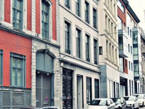 Situé en plein centre-ville, à deux pas de la place Saint-Lambert, du Crowne Plaza et du Palais de justice, immeuble de bureau enti&egra
