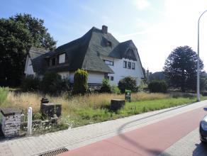 Een te slopen villa met aanhorigheden, Guido Gezellelaan 12, groot volgens titel 44a 09 ca. Straadbreedte : Â 37 Ideale eigendom voor het oprich