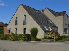 KOBBEGEM: Villa op een terrein van 3 are 81ca te koop gelegen nabij het centrum van Kobbegem (Asse) in een residentiële villawijk. De woning best