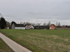NOG 1 LOT: LOT 4: Bouwgrond voor open bebouwing van 10are05ca gelegen in het centrum van Mollem nabij Asse- Merchtem. De op te richten woning heeft ee