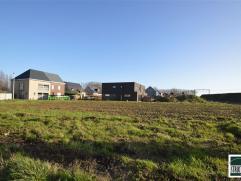 OPTIE LOT 3: Bouwgrond te koop gelegen op een rustige locatie te Opwijk nabij centrum. Perceel bouwgrond met een breedte van 10m aan de straatzijde en