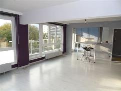 Appartement TE HUUR (110 m²) in AALST. Het appartement bestaat uit inkomhal, ruime living met veel lichtinval en met zithoek en ontbijthoek, voll