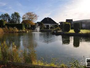 Prachtige villa met hoogwaardige materialen gelegen op een terrein van +/- 30are te koop nabij het centrum van Lebbeke op een boogscheut van Opwijk. D